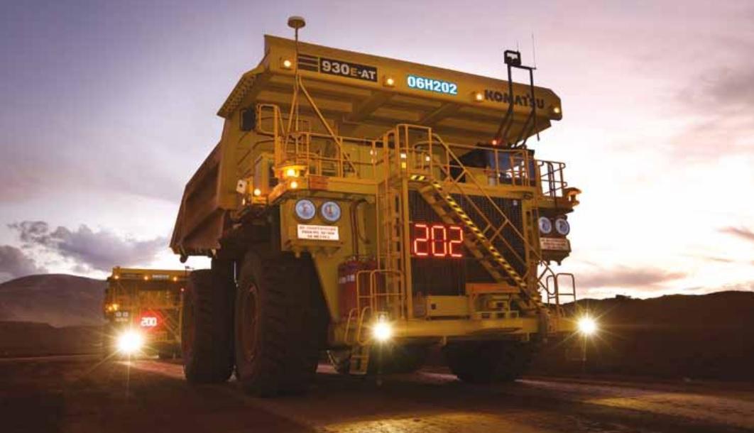 Los camiones robotizados protegen a los trabajadores de los riesgos laborales de la mina.