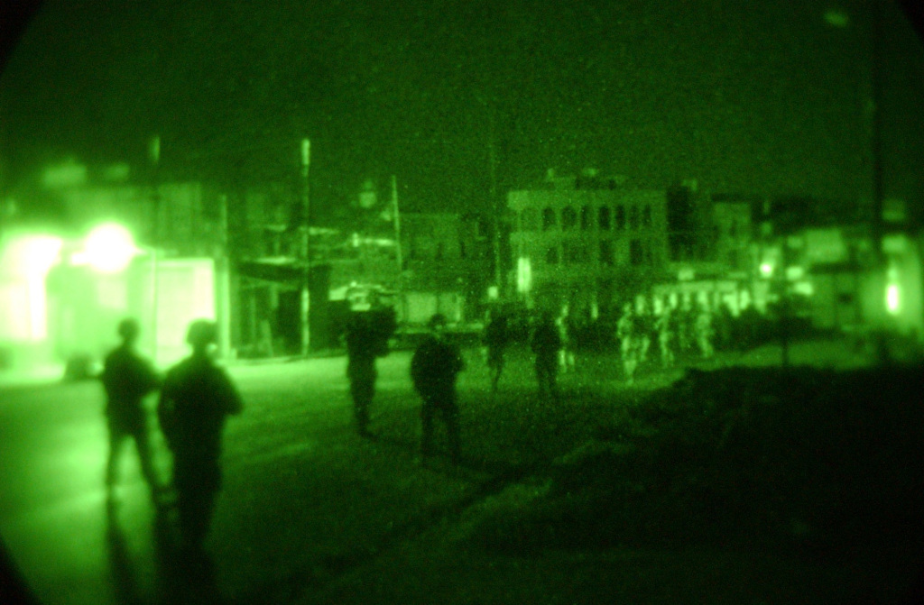 At Todoelectronica we have a wide catalog of night vision devices.