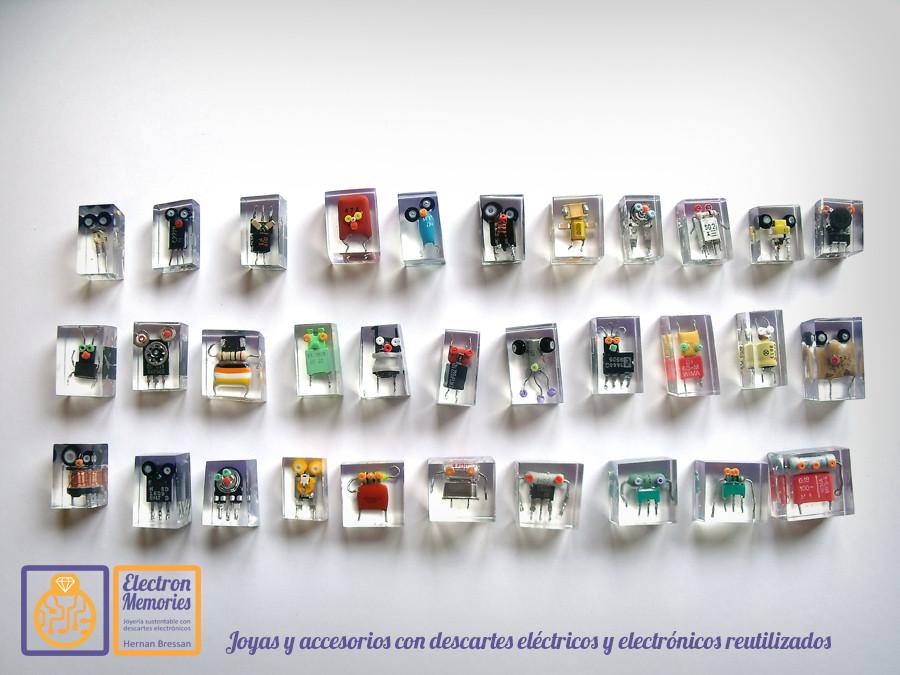 El artista argentino vende sus creaciones fabricadas con e-waste.