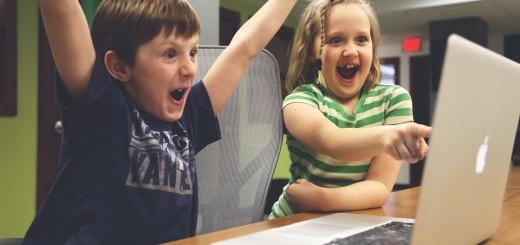 Cada vez se imparte más tecnología práctica en las aulas.